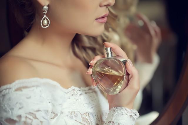 香水过期一直闻有害吗  看完文章你就知道了