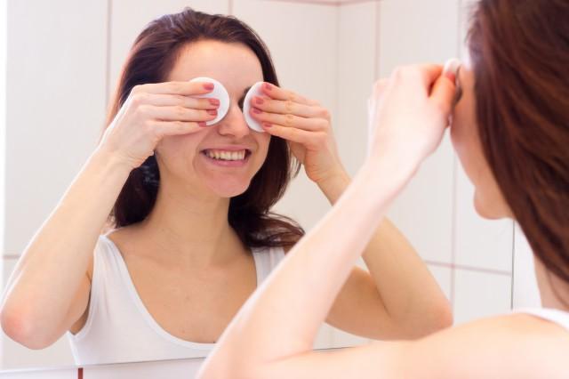 卸妆油如何使用 简单几步彻底清除脸部污垢