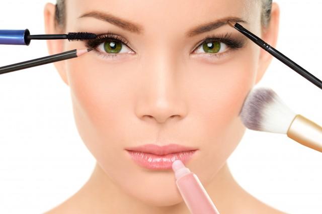 睫毛膏z字型刷法需要什么技巧 放大眼睛用哪些化妆品