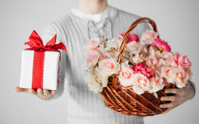 送女生普通朋友生日礼物 都有这些选择