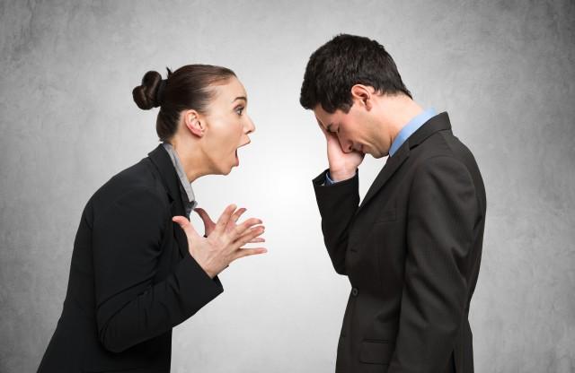 愚孝老公对妻子的伤害 千万不要跟这种人结婚