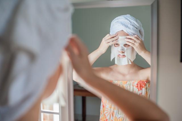 脸上起皮干燥怎么办,秋冬脸部干燥起皮?试试这样做